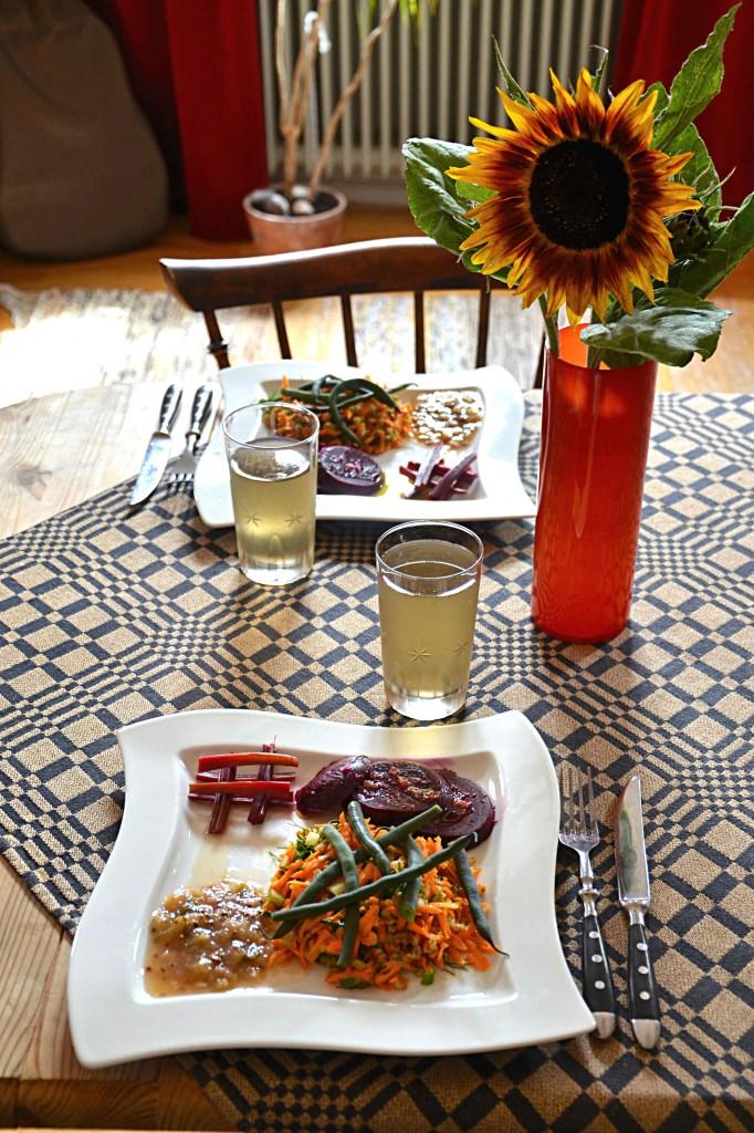 Säsongsmat - Helkokta rödbetor med matig sallad och krusbärschutney