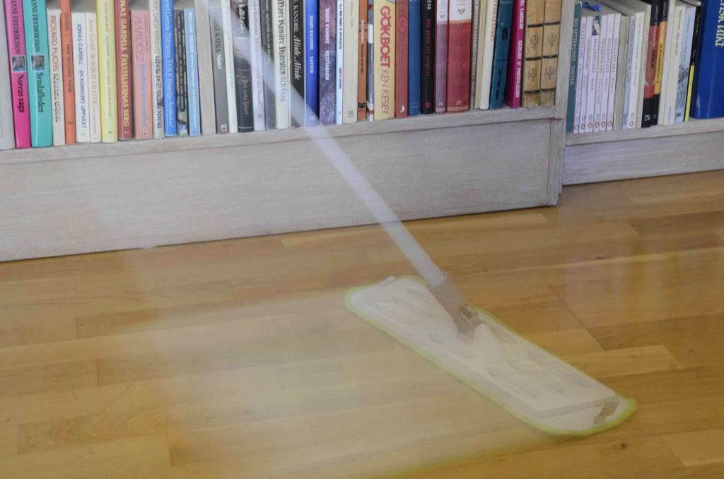 Torrmoppning av golv - miljövänlig städning