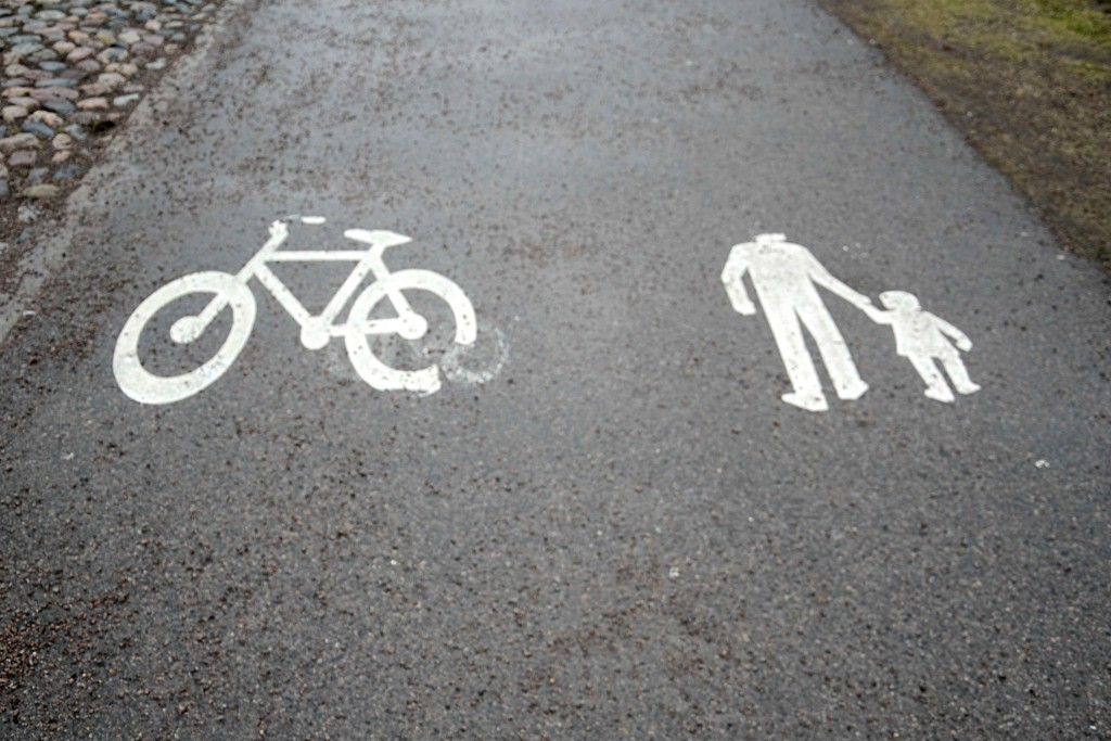 Gå eller cykla till jobbet - Distansarbeta mera