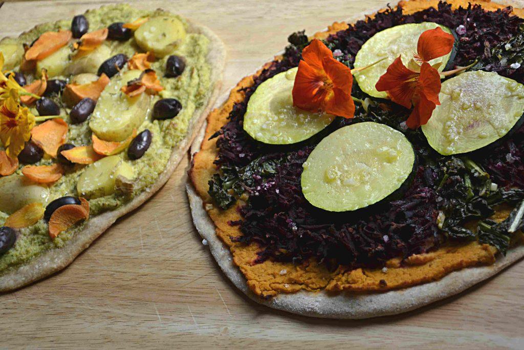Surdegspizza med säsongens skörd