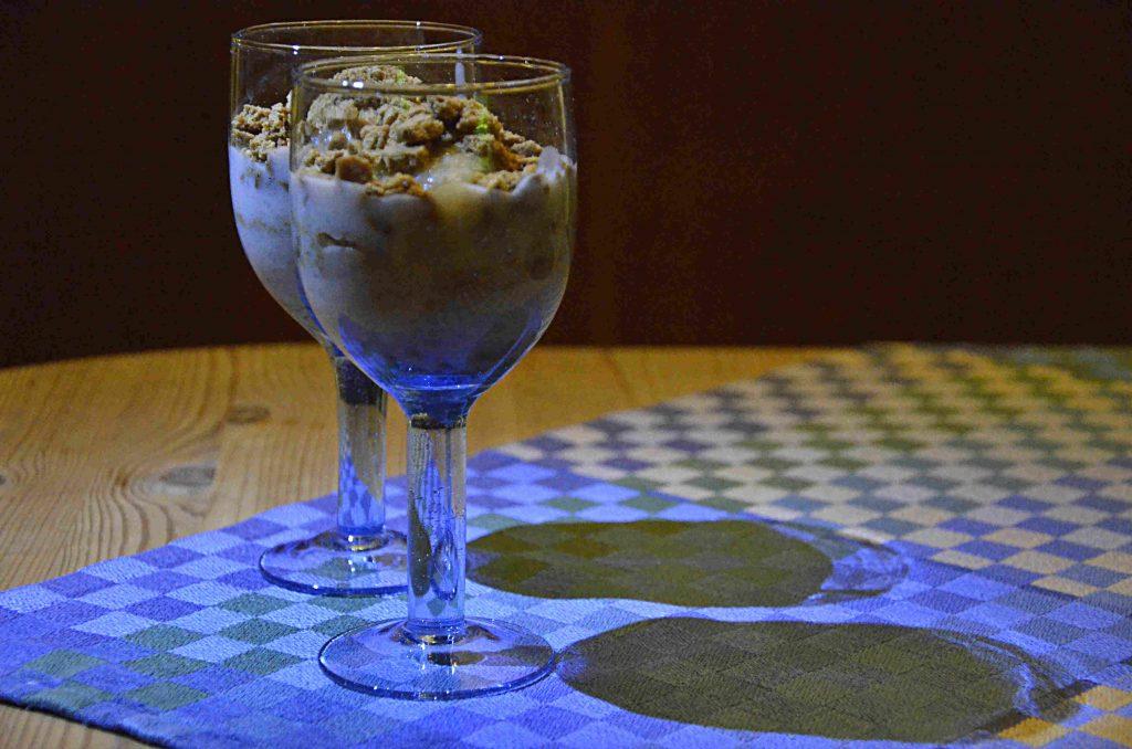 Fattigmat kaksmulor med sylt och vaniljkräm