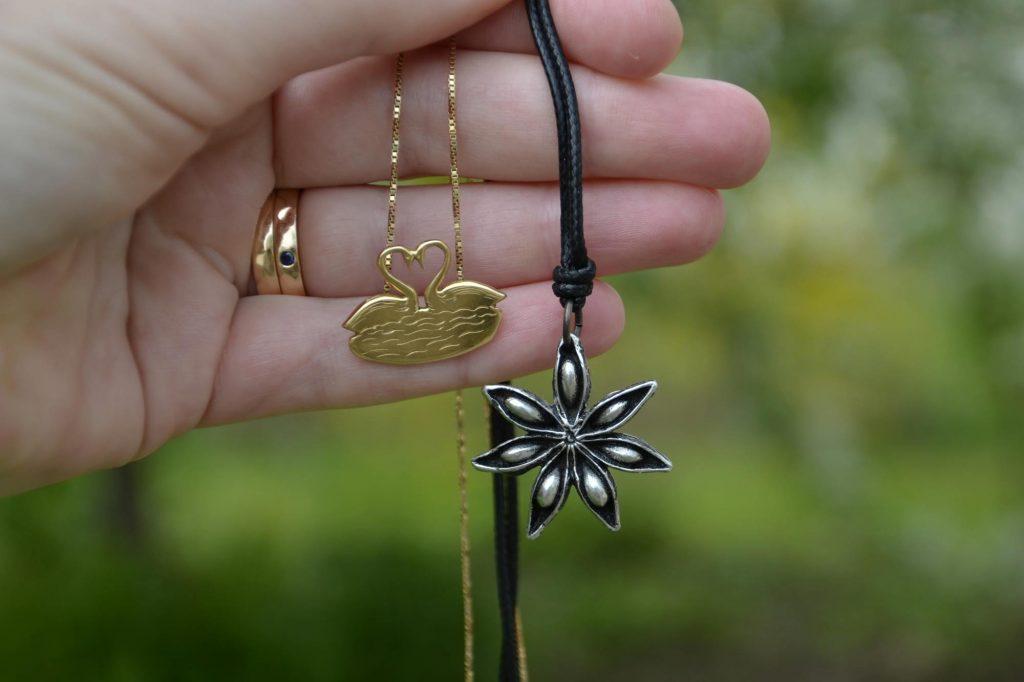 Att välja smycken med omsorg om miljön