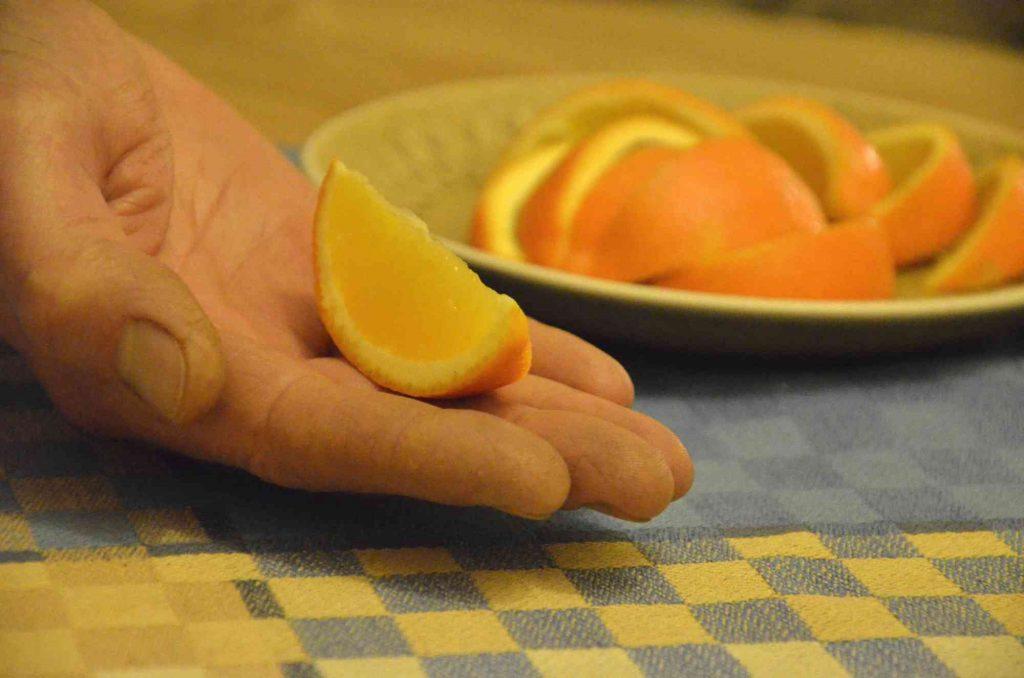 Att skänka tionde. Bild på tiondels apelsin.