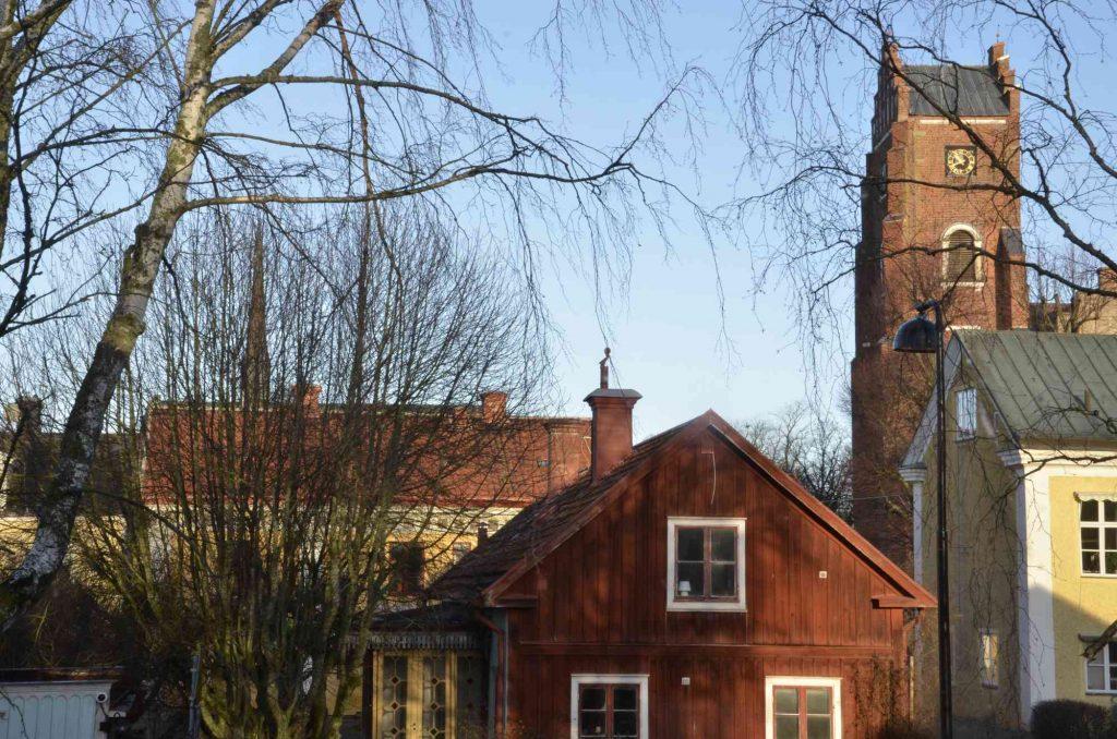 lokalsamhället. Bild på rödtornet och Klosterkyrkans spira i Vadstena.