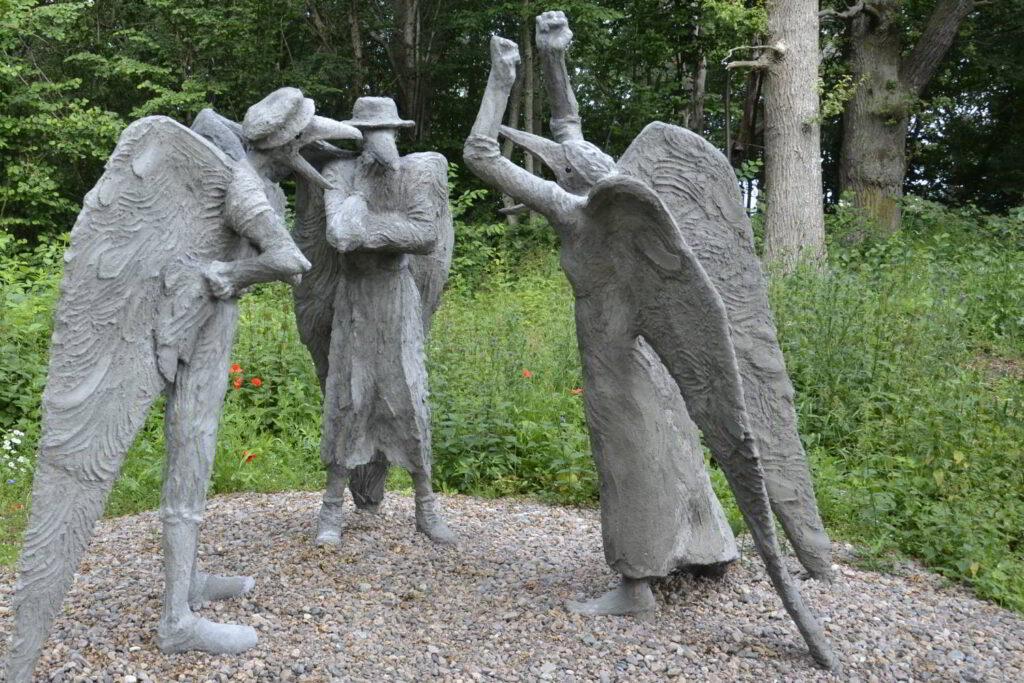 Natur och kultur - bild och form. Bild på Linn Marie Carleheds skulptur.
