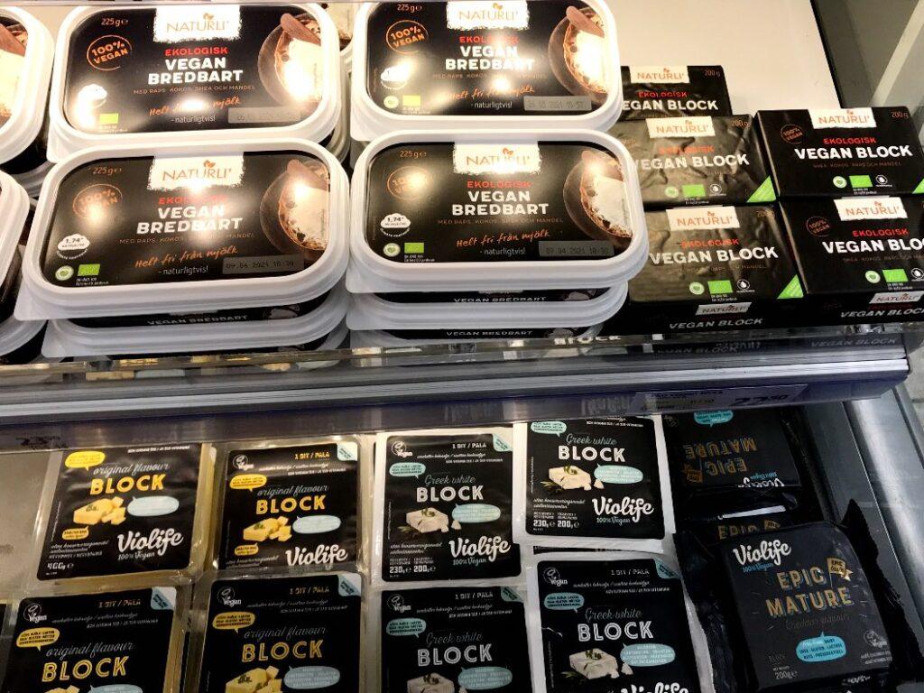 Påverka din lokala livsmedelsbutik. Bild på veganska produkter som bakmargarin fritt från palmolja.