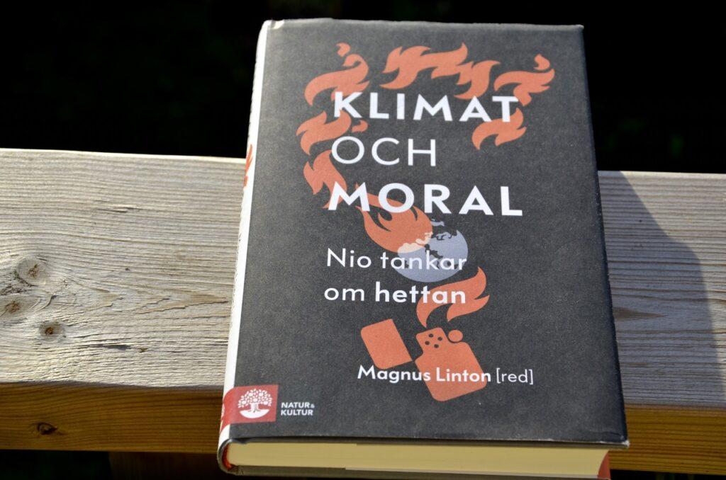 Klimat och moral - essäer om ödesfrågan. Bild på boken Klimat och moral, red. Magnus Linton.